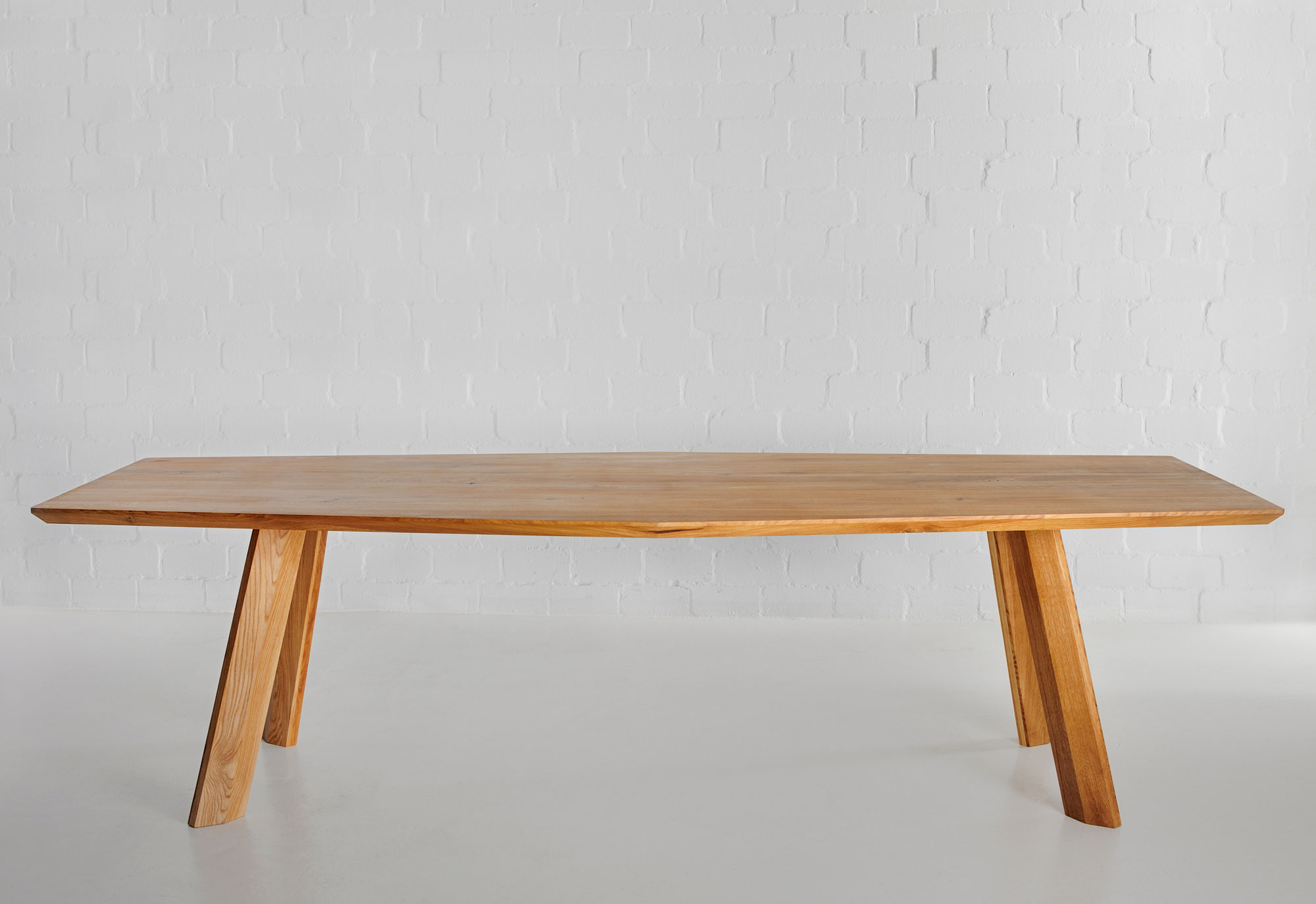 Designer Dining Table RHOMBI | vitamin design